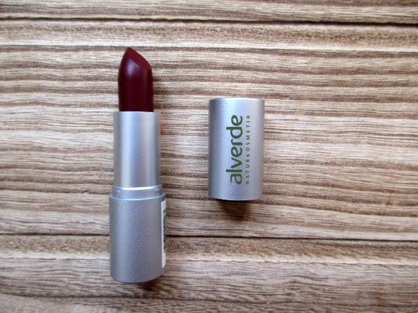 alverde color & care lippenstift 61 dark plum im test